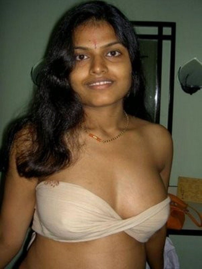 Indian babe Kiki exposes her big natural tits and hairy pussy № 1045949 без смс