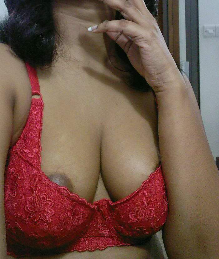 Hot aunty ke boobs aur chut ka maja lia