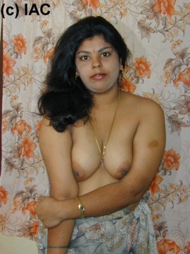 solid mallu enticing with her boobs