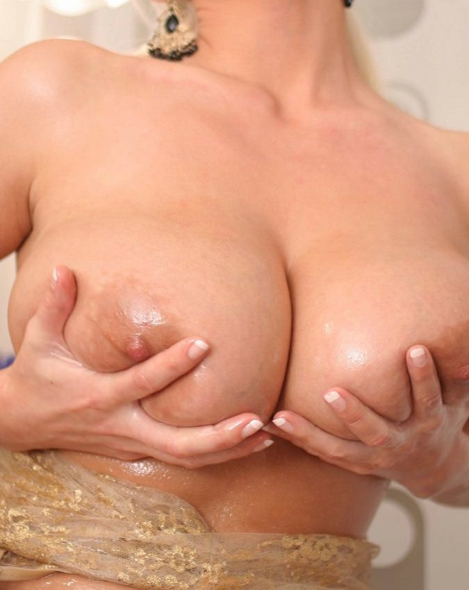 Huge Tits need plunger cock