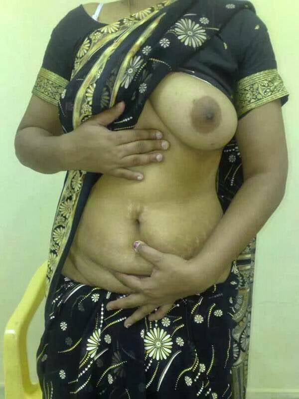Indian hot mom showing her tits