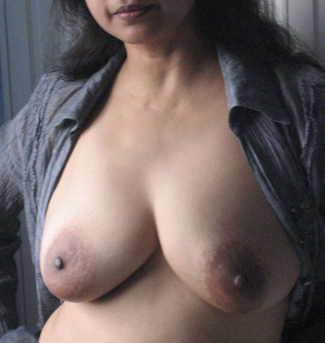 Aunty took my dick in her thirsty pussy
