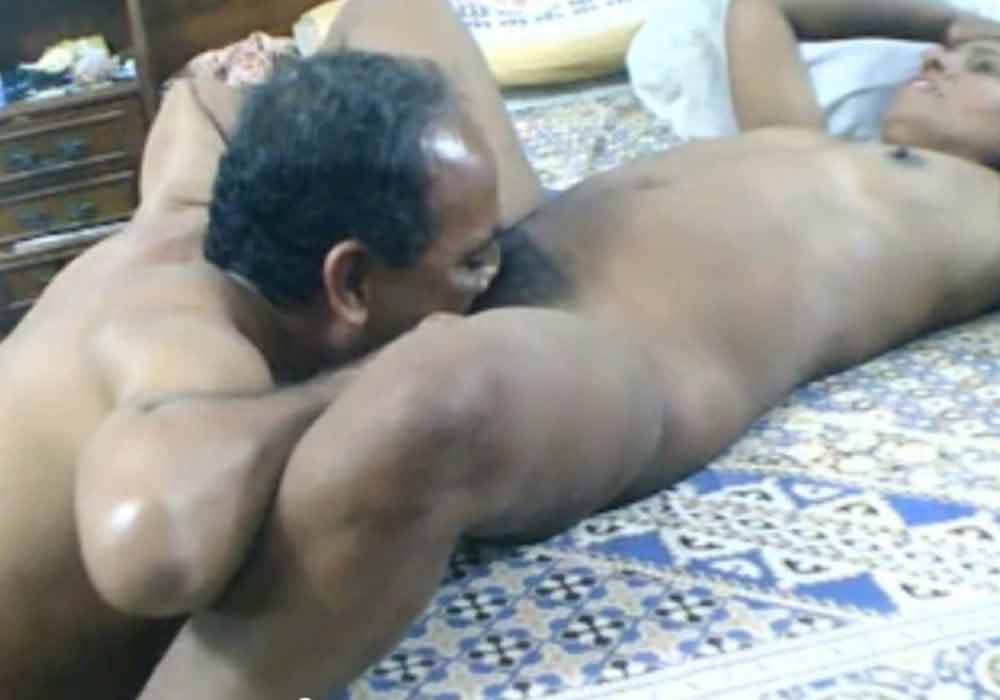 Uncle licked aunty's desi Indian pussy