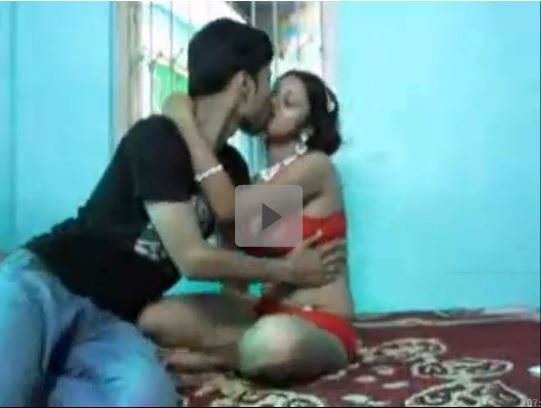 Girl dressed as newly wed enjoys sex with her lover