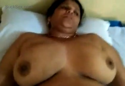 Sexy big boobed Indian aunt mast sex video