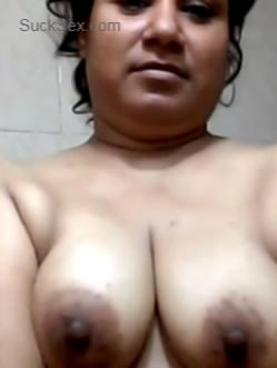 Chubby Indian Aunt Solo Nude Show Video For Her Whatsapp Friend