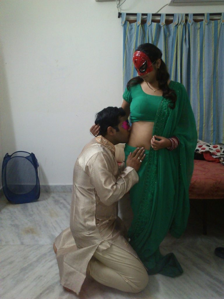 Horny Indian Shilpa Bhabhi kissed by her husband