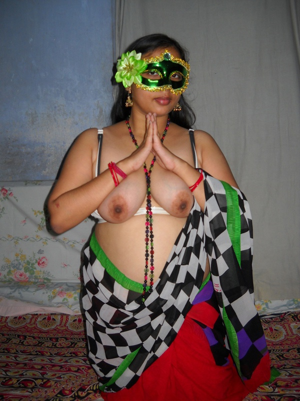 Innocent south Indian lady Velamma shows her boobs