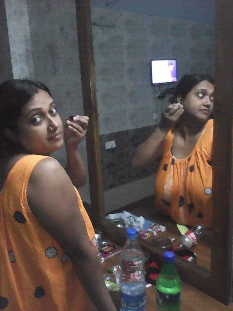 Desi bhabhi looking hot in orange gown