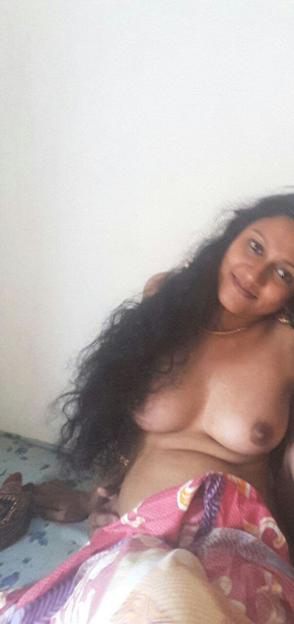 Mallu young girl lying naked on the bed