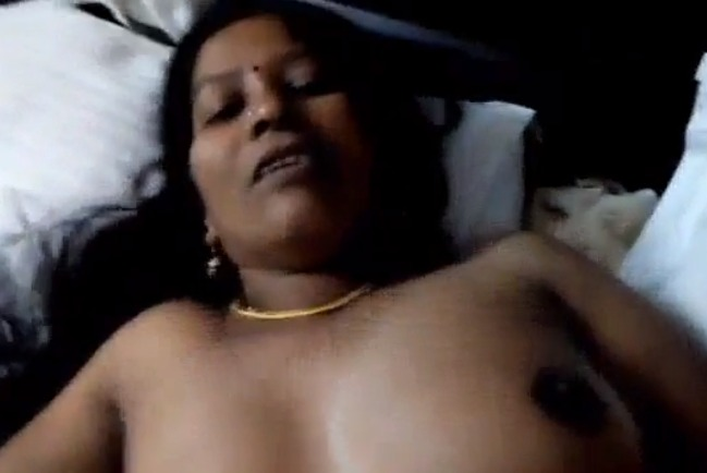 Mature Indian MILF hardcore fucking with client video